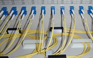 写真:光配線架